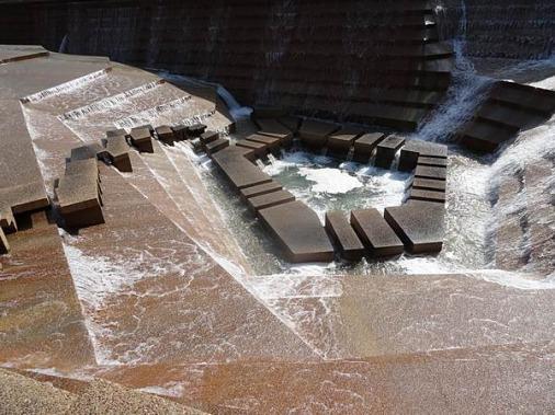 Le bassin actif du fort worth water gardens à découvrir en voyage aux Etats-Unis en famille