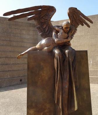 Statue au Fort Worth Water Gardens au Texas à voir pendant un voyage aux Etats-Unis en famille