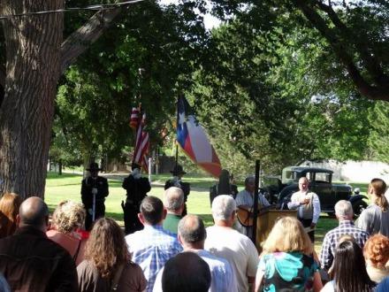 Levée des couleurs et hymne national chanté au cours d'un voyage en Amérique en famille au Texas