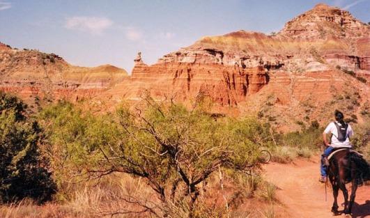 Balade à cheval dans le Palo Duro Canyon au Texas à réaliser au cours d'un voyage aux Etats-Unis en famille