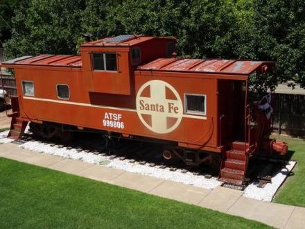 Lubbock Texas Etats-Unis un wagon dans le jardin à voir en voyage en Amérique en famille