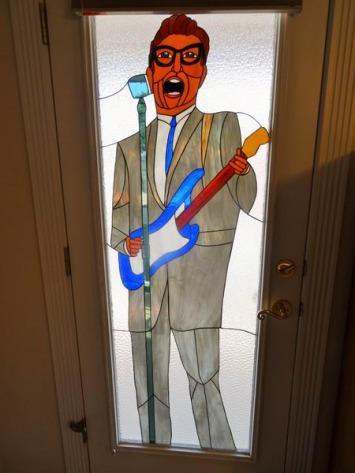 Vitrail de Buddy Holly à Lubbock à voir lors d'un voyage aux USA en famille