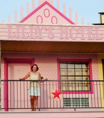 Des bâtiments colorful au Big Texan Motel pour dormir pendant un voyage en Amérique en famille