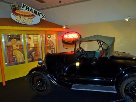 Voitures vintages à Canyon au Texas à visiter pendant un voyage en Amérique en famille
