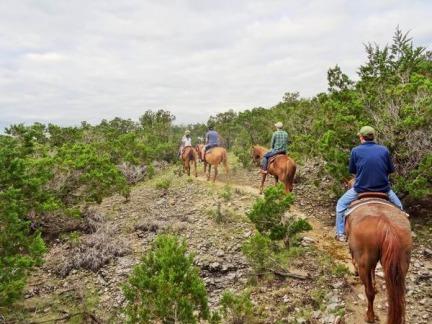 Balade à cheval au Texas à faire lors d'un voyage aux Etats-Unis en famille