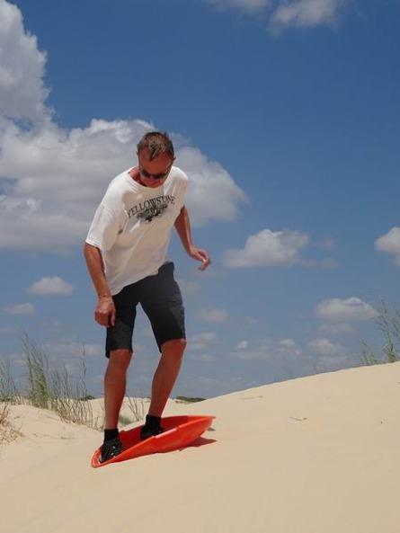 surfer les dunes du Monahans Sandhills à descendre lors d'un voyage en Amérique en famille