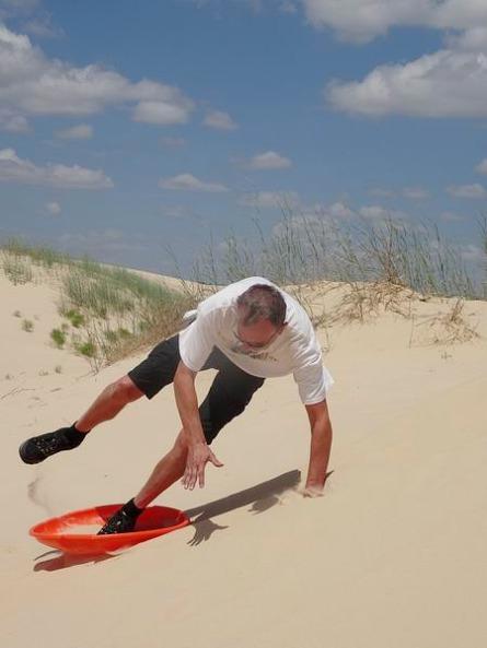 Chute sur les dunes du Monahans Sandhills au cours d'un voyage aux USA en famille
