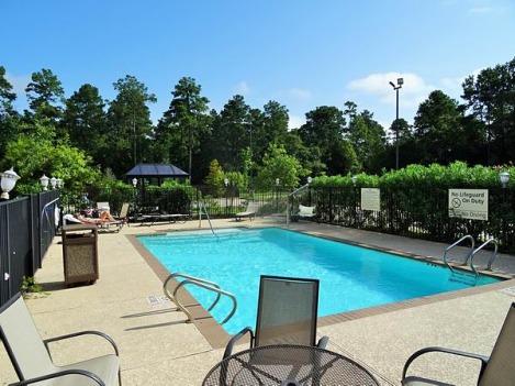 La piscine très sympa du Hampton Inn de Conroe pour se baigner au cours d'un voyage en Amérique en famille