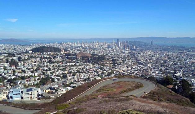 Vue depuis les Twin Peaks à San Francisco en californie aux usa à visiter lors d'un voyage aux etats-unis en famille