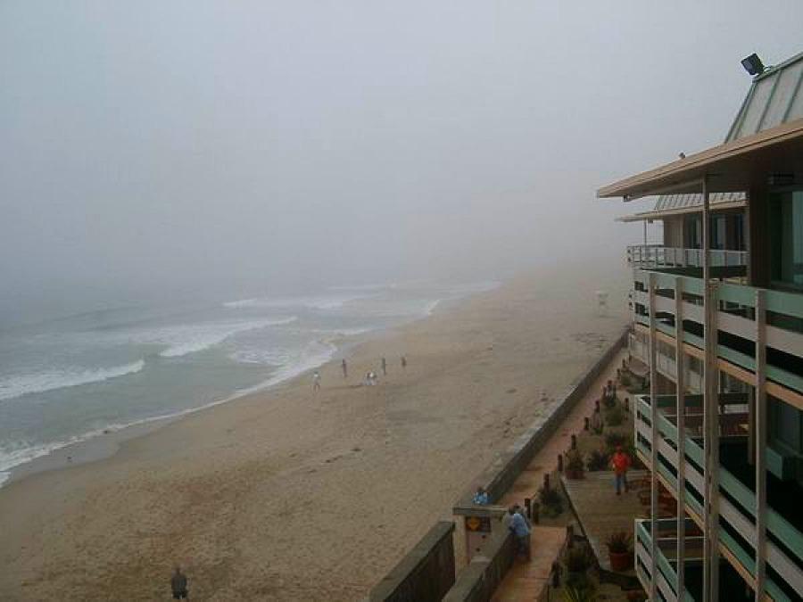 Notre hôtel à Monterey sous la brume en californie aux USA lors d'un voyage en amérique en famille
