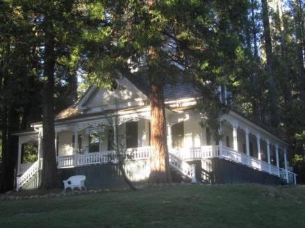 Le Big Trees Lodge dans le Yosemite National Park en californie aux etats-unis où dormir lors d'un voyage aux usa en famille