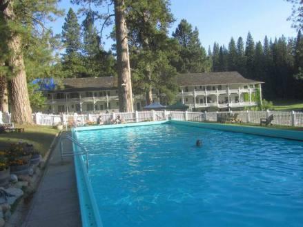 Le Big Trees Lodge dans le Yosemite National Park en californie aux etats-unis où dormir lors d'un voyage aux usa en famill