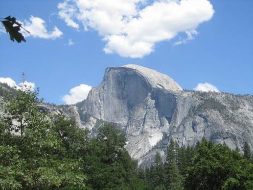 Half Dome à yosemite national park en californie aux etats-unis à voir lors d'un voyage en amérique en famille