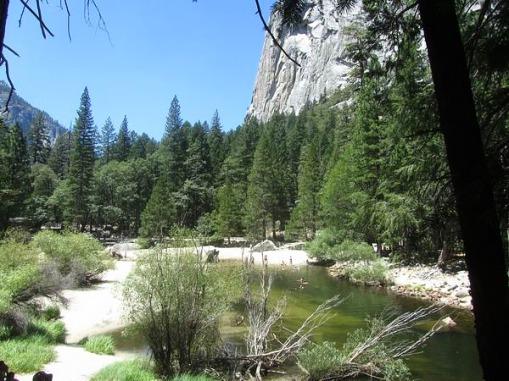Mirror Lake à Yosemite National Park en californie aux USA à visiter lors d'un voyage aux Etats-Unis en famille