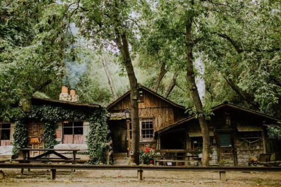 Le Cold Spring Tavern ien caché dans la montagne de Santa Barbara en californie aux USA à visiter lors d'un voyage aux Etats-Unis en famille