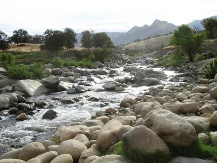 Kaweah River à Three Rivers en Californie en Amérique à découvrir lors d'un voyage aux Etats-Unis en famille