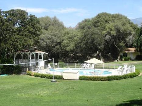 Piscine du Lazy J Ranch en Californie aux Etats-Unis à découvrir lors d'un voyage aux usa en famille