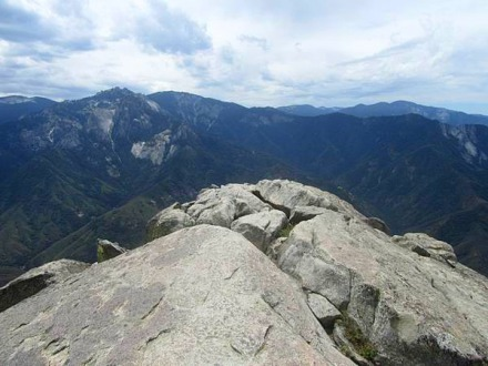 Sommet du Moro Rock à Sequoia Park en Californie aux USA à voir au cours d'un voyage en Amérique en famille