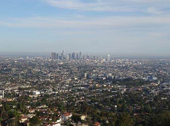 Vue de Los Angeles depuis l'observatoire du Griffith Park en amérique à voir pendant un voyage aux USA en famille