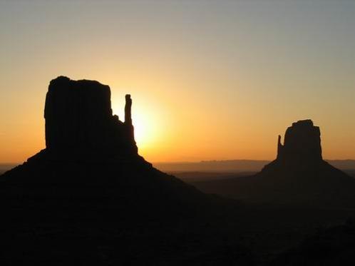 Monument Valley en arizona aux etats-unis à voir lors d'un voyage aux usa en famille pendant les vacances