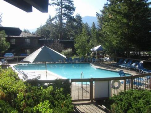 Piscine du Best Western PLUS Station House Inn sur le Lake Tahoe en Californie Etats-Unis ou loger au cours d'un voyage aux USA en famille