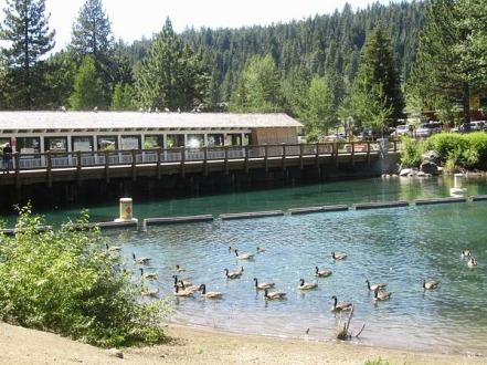 Barrage de Tahoe City en californie aux USA à voir pendant un voyage aux Etats-Unis en famille